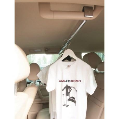 Barra de 120 cm para colgar roupa nun vehículo.